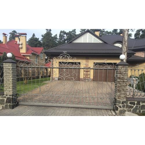 Откатные ворота с кованным заполнением